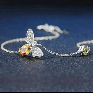 Adorable bee bracelet citrine and peridot